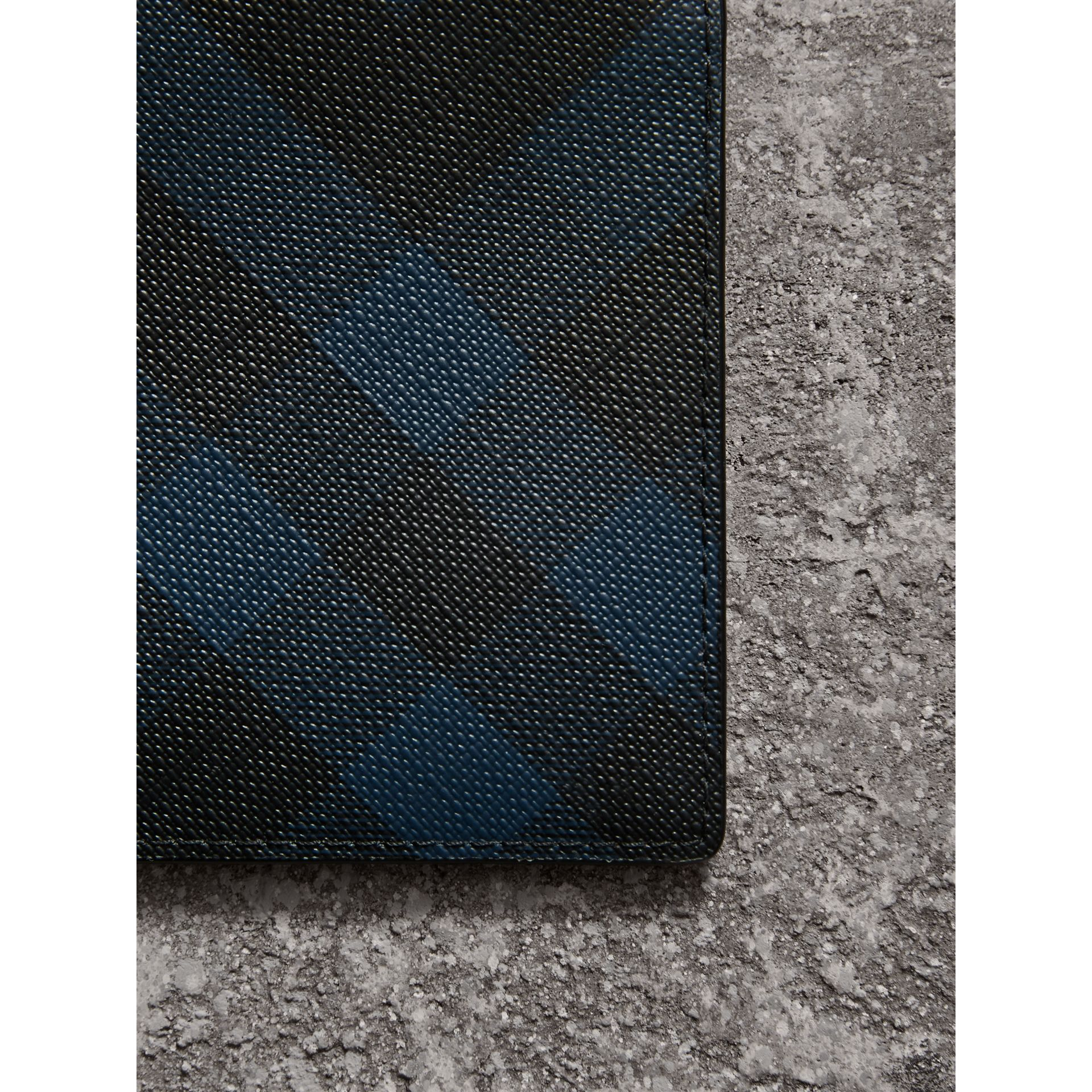 London Check ID Wallet in Navy/black - Men | Burberry United States - gallery image 1