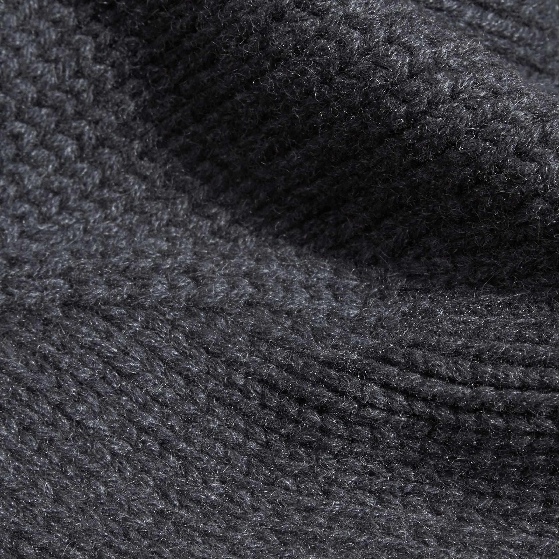 Nero fumo Cappellino in cashmere lavorato a maglia - immagine della galleria 2