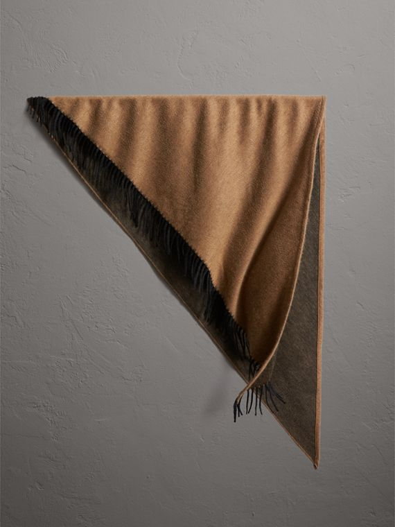 The Burberry Bandana in Cashmere in Camel/black
