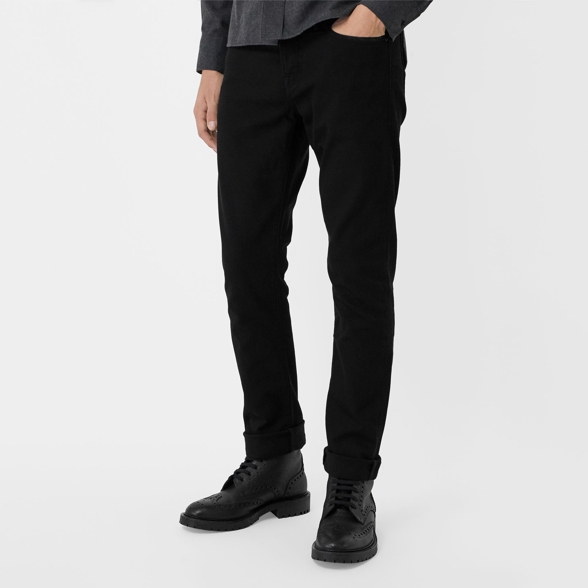 Jean denim extensible de coupe droite (Noir) - Homme | Burberry Canada - photo de la galerie 4