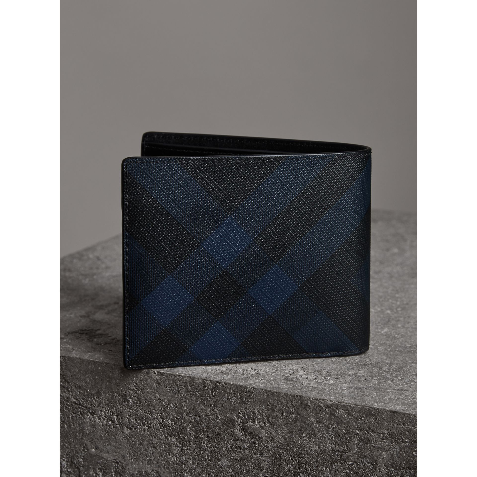 London Check Bifold Wallet with Removable Card Case in Navy/black - Men | Burberry Singapore - gallery image 2