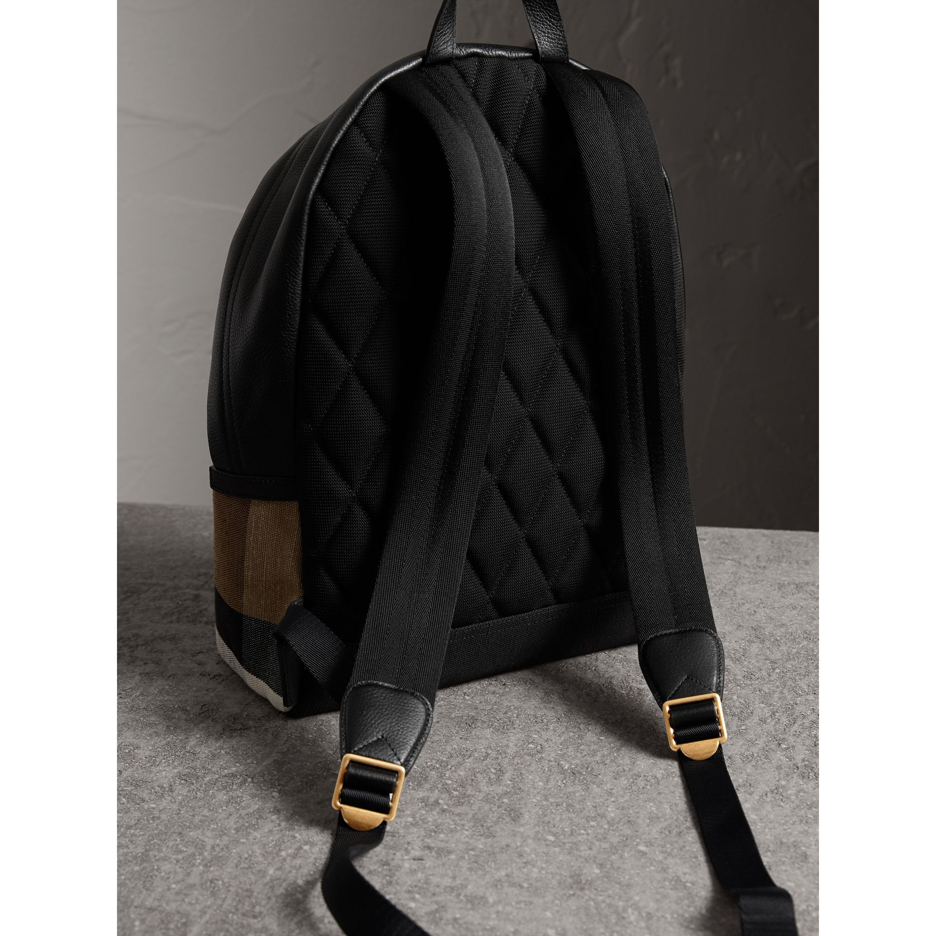Sac à dos à motif Canvas check avec cuir (Noir) - Homme | Burberry - photo de la galerie 4