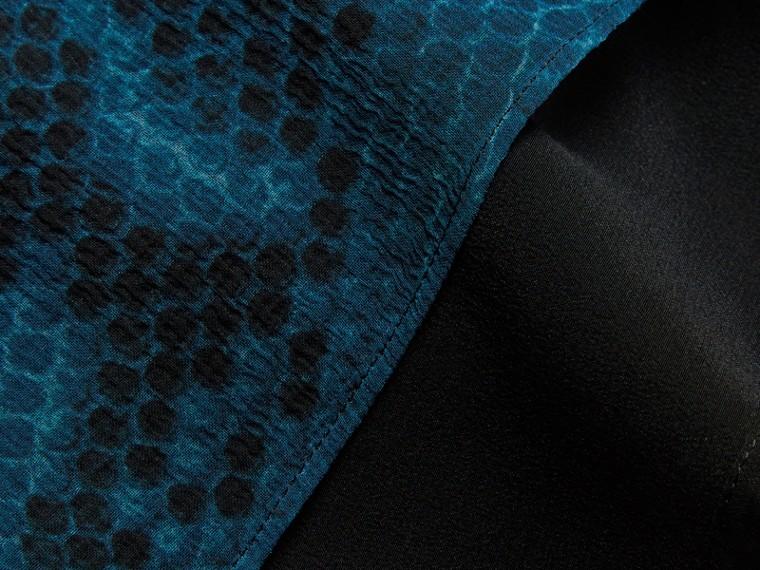 Azul mineral Camisa de seda com estampa de píton - cell image 1