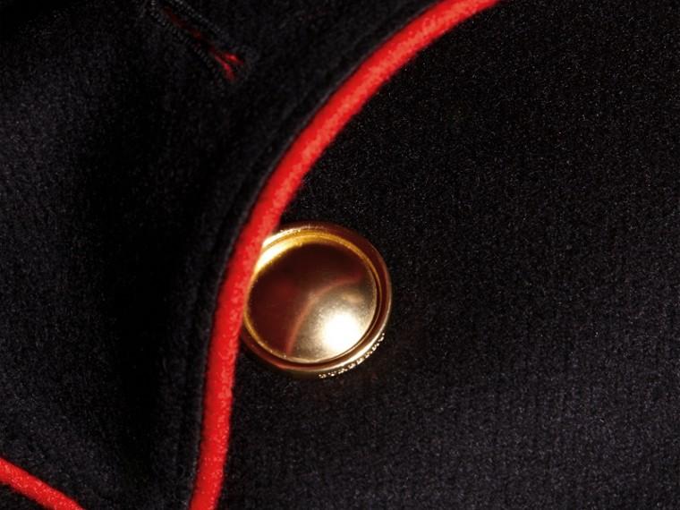 Nero Cappotto a mantella in lana e cashmere con dettagli militari - cell image 1