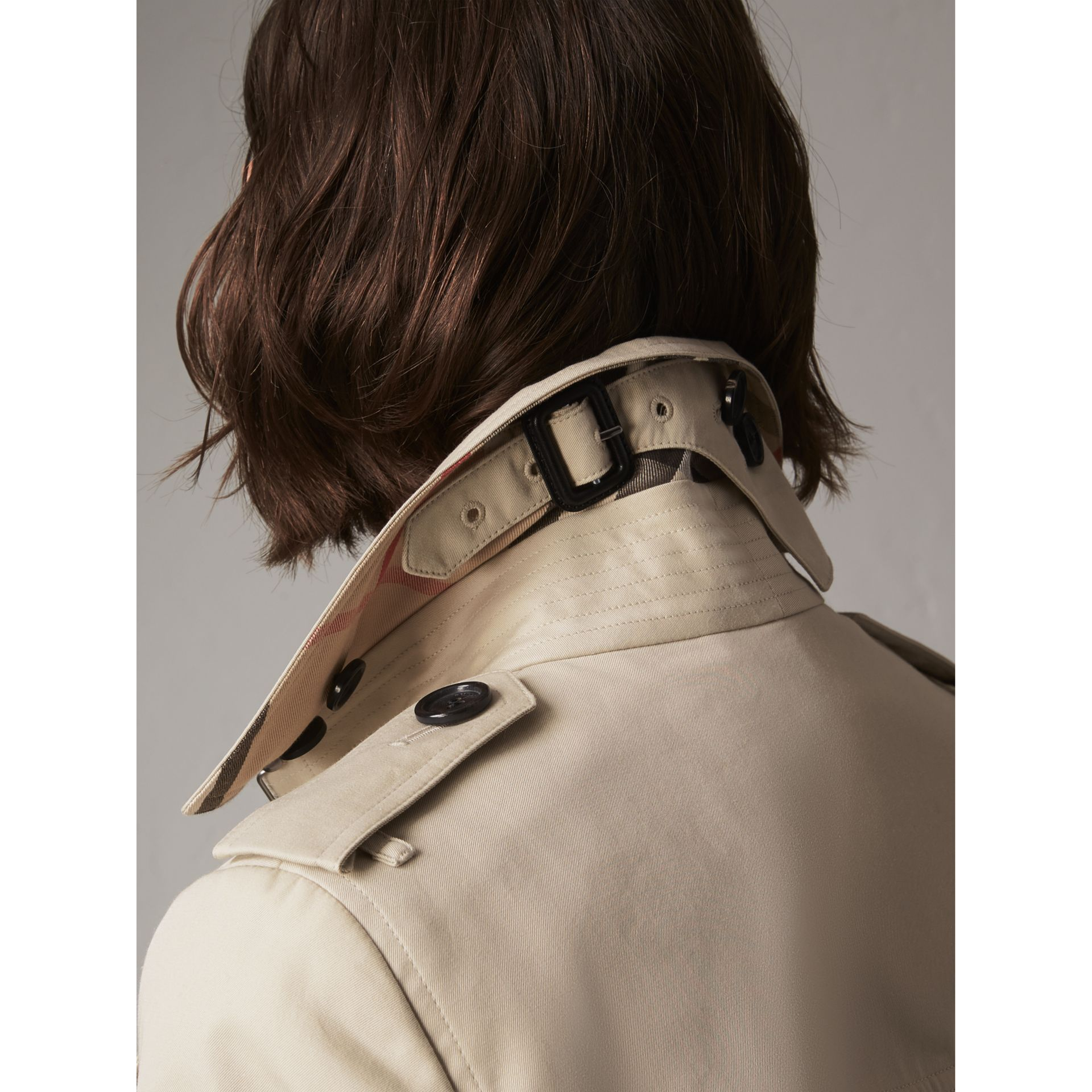 The Sandringham – Long Trench Coat in Stone - Women | Burberry United Kingdom - gallery image 2