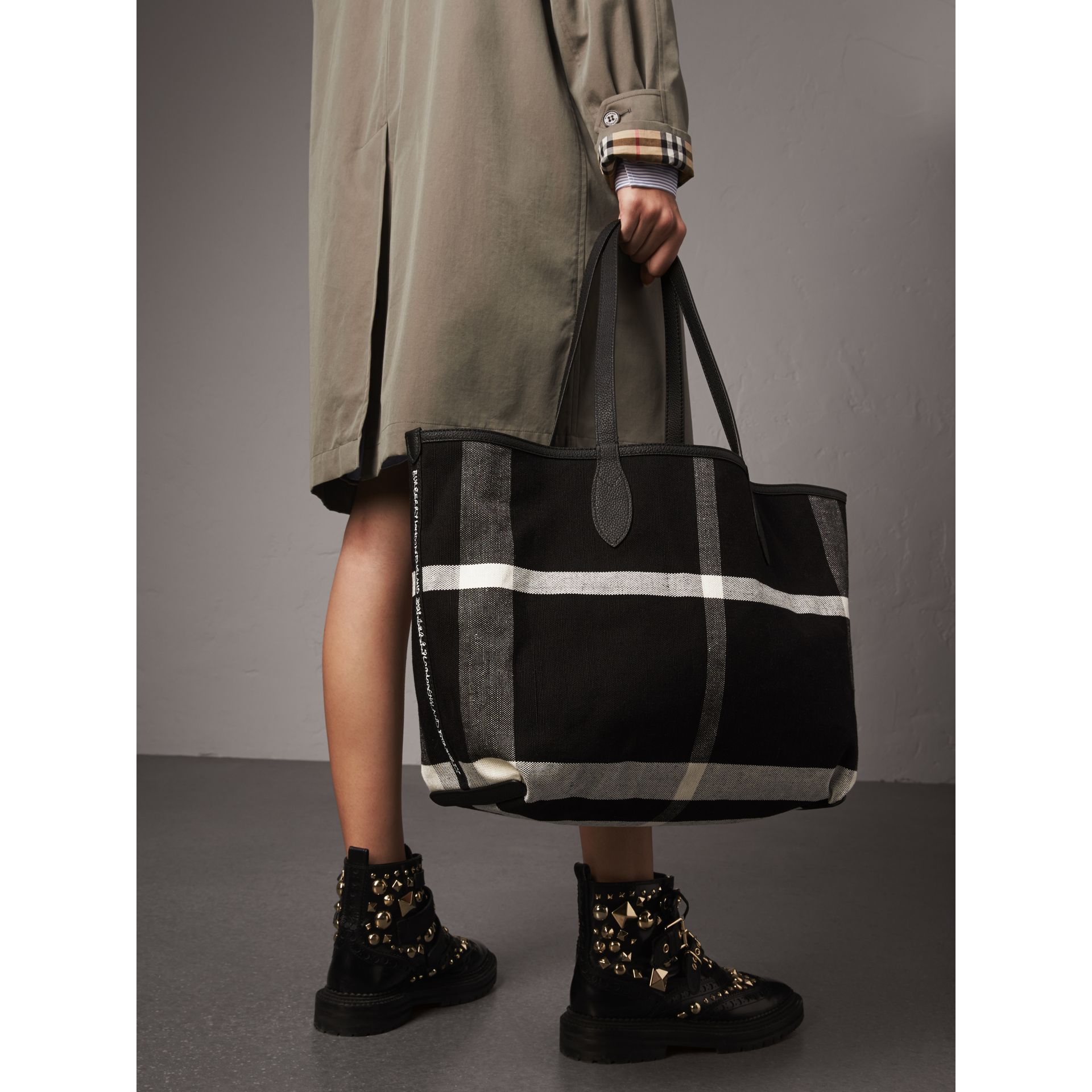 Sac tote Doodle moyen réversible (Noir) | Burberry - photo de la galerie 4
