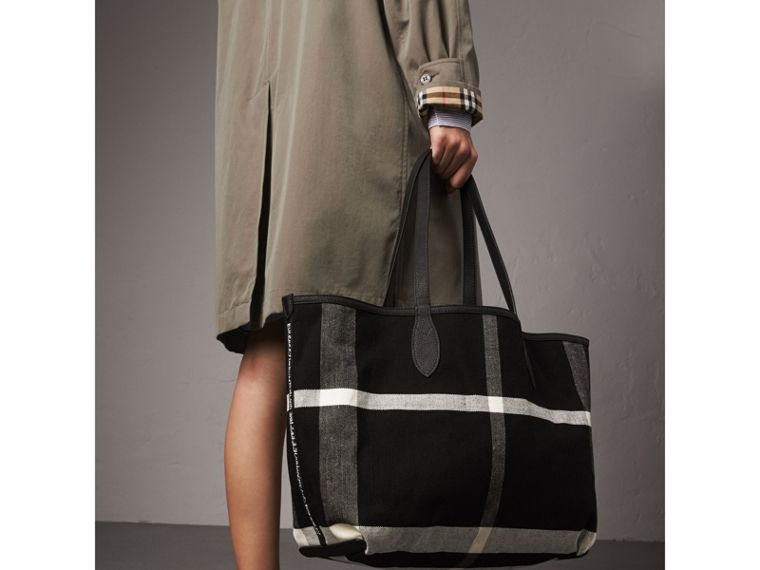 The Medium Doodle Tote in wendbarem Design (Schwarz) | Burberry - cell image 4