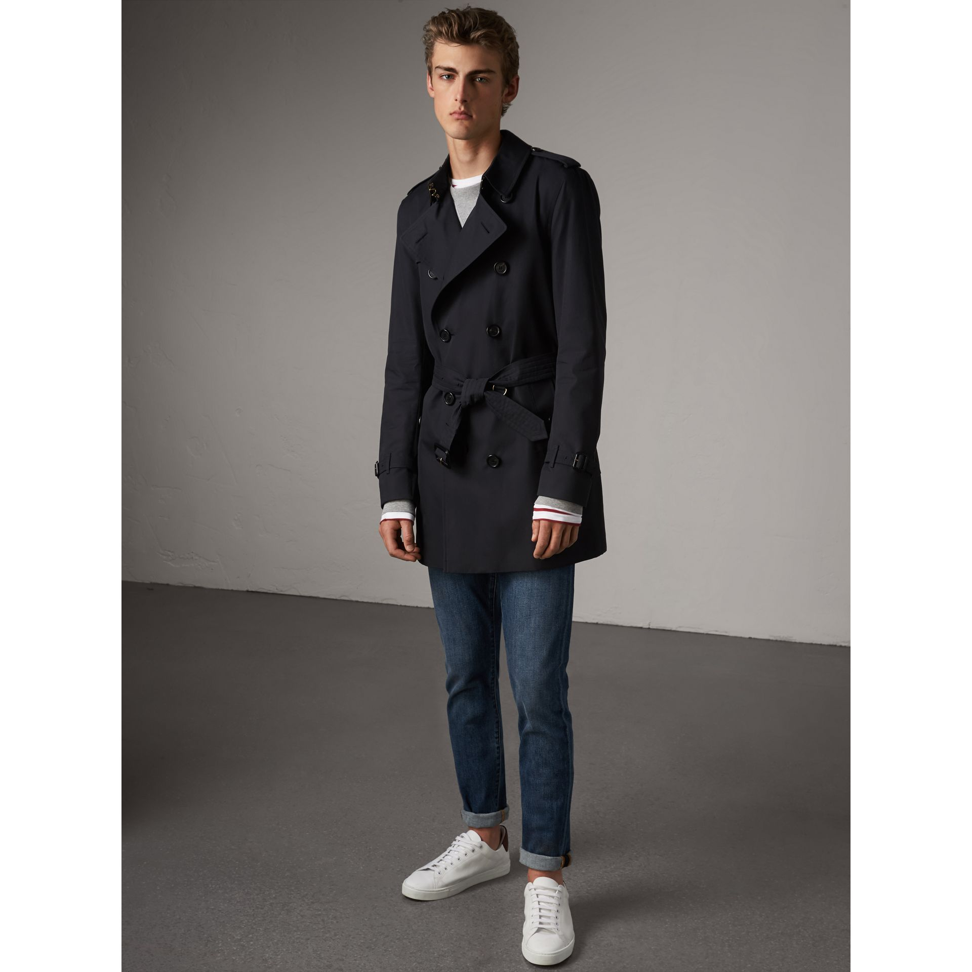 The Kensington – Mid-length Heritage Trench Coat in Navy - Men | Burberry Singapore - gallery image 8