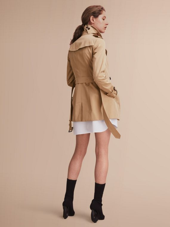 The Sandringham – Short Heritage Trench Coat in Honey - Women | Burberry - cell image 2