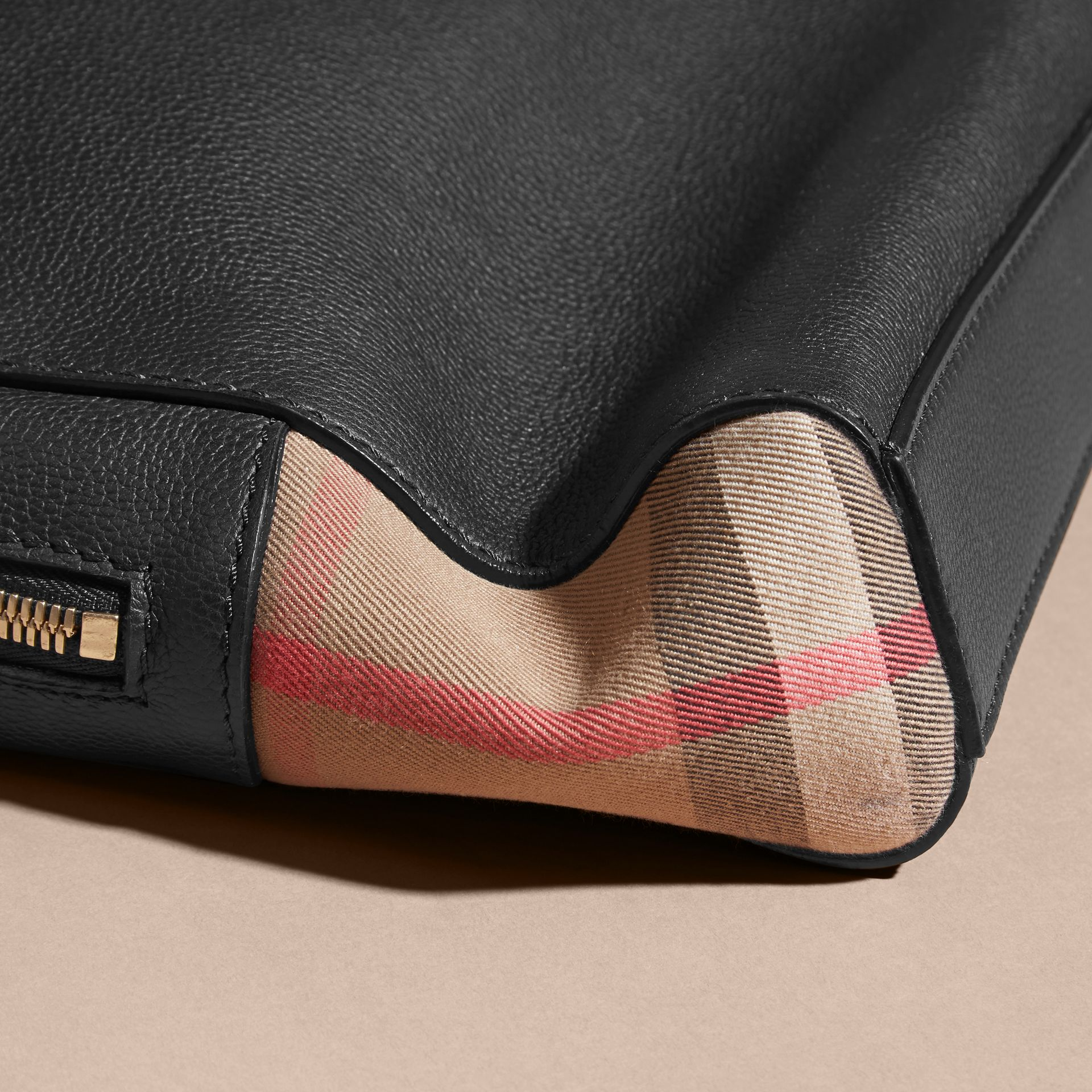 Attaché-case en cuir et tissu House check (Noir) - Homme | Burberry - photo de la galerie 7