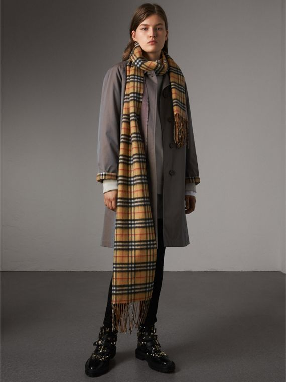 Long Reversible Vintage Check Double-faced Cashmere Scarf in Lilac Grey | Burberry - cell image 2