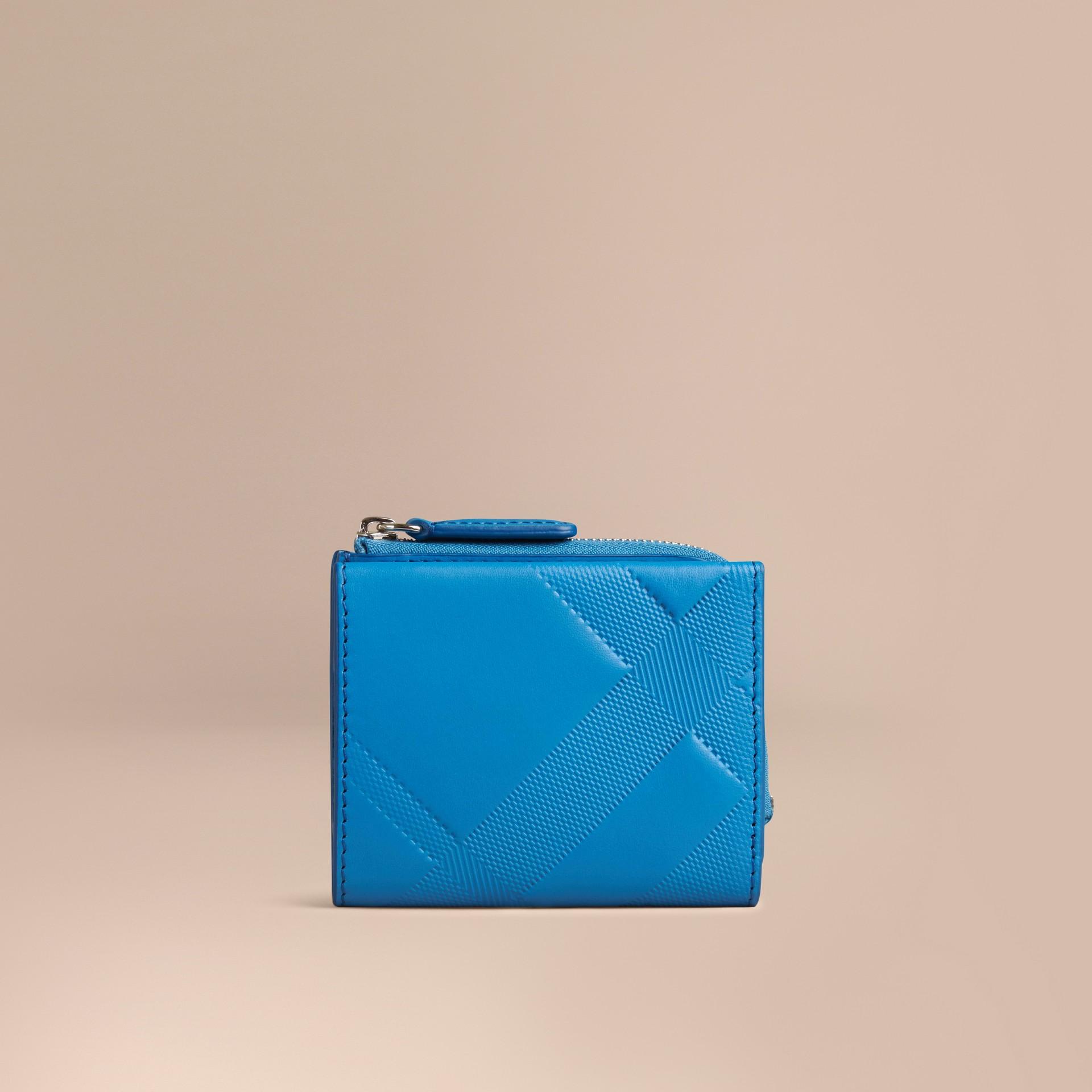 Azul azure Carteira dobrável de couro com padrão xadrez em relevo Azul Azure - galeria de imagens 3