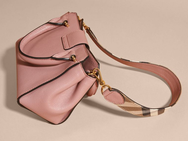 The Small Buckle Tote in Grainy Leather Dusty Pink - cell image 4