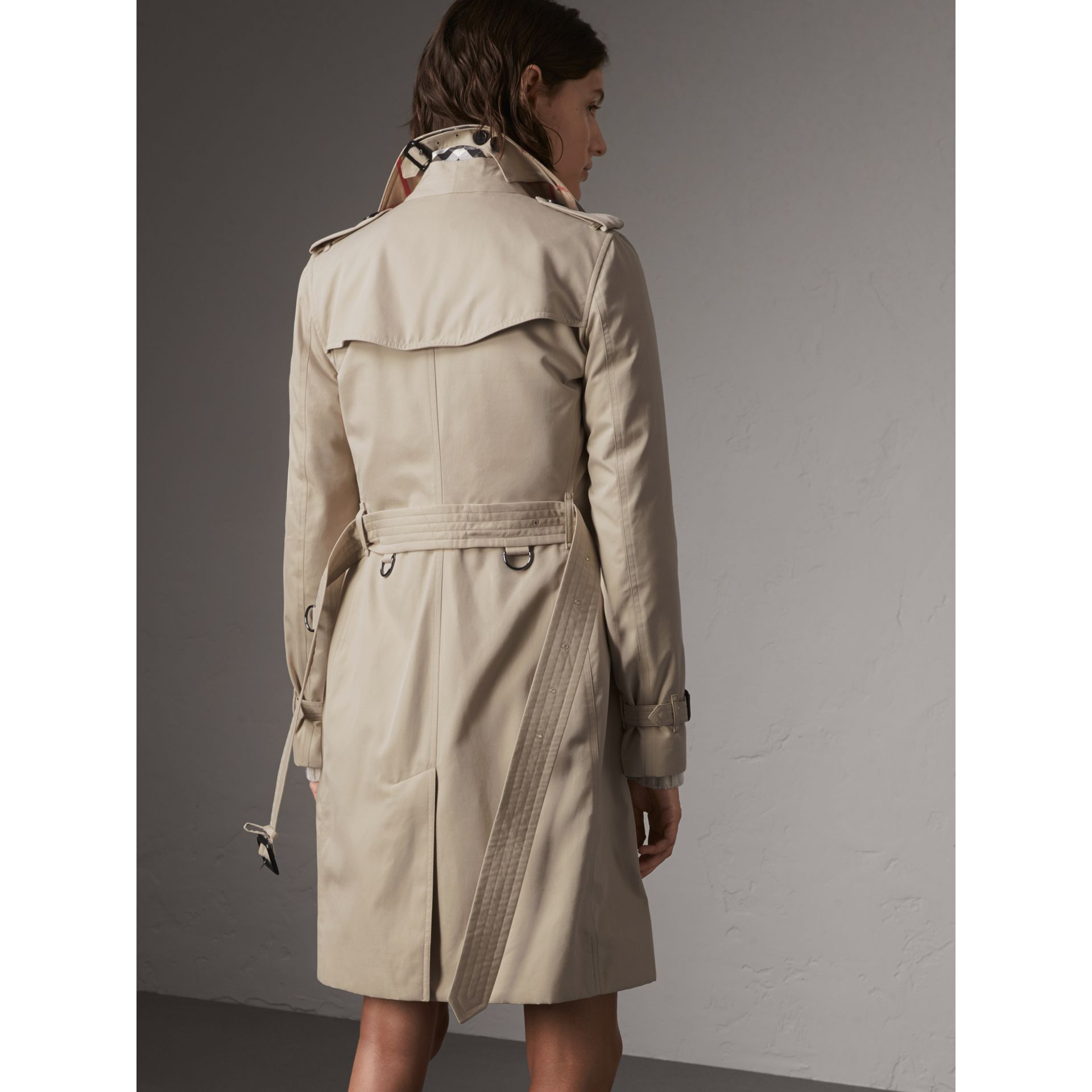 The Kensington – Long Trench Coat in Stone - Women | Burberry - gallery image 3