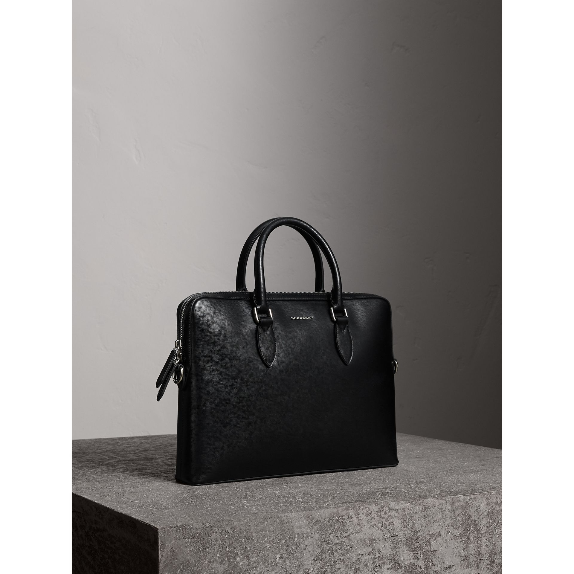 Sac The Barrow fin en cuir London (Noir) - Homme | Burberry Canada - photo de la galerie 4