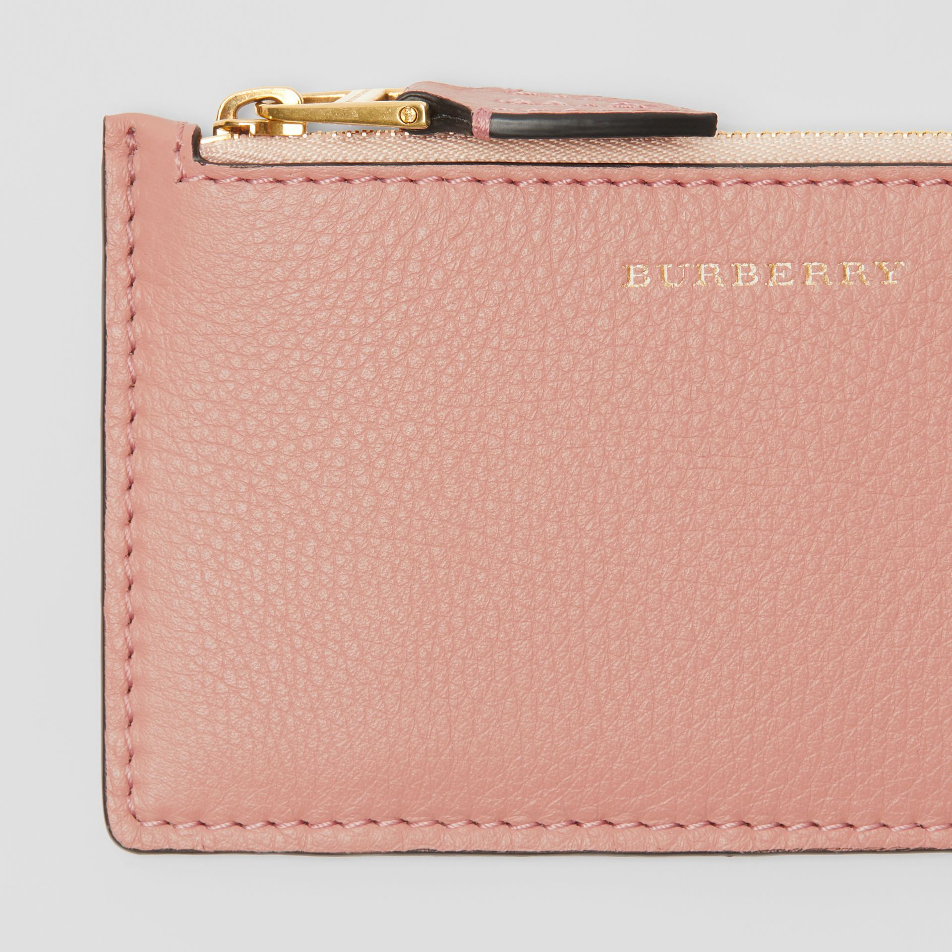 Porte-cartes zippé en cuir bicolore (Rose Platiné) - Femme | Burberry - photo de la galerie 1