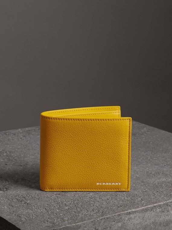 Carteira dobrável em couro granulado – Internacional (Amarelo Ocre Intenso)