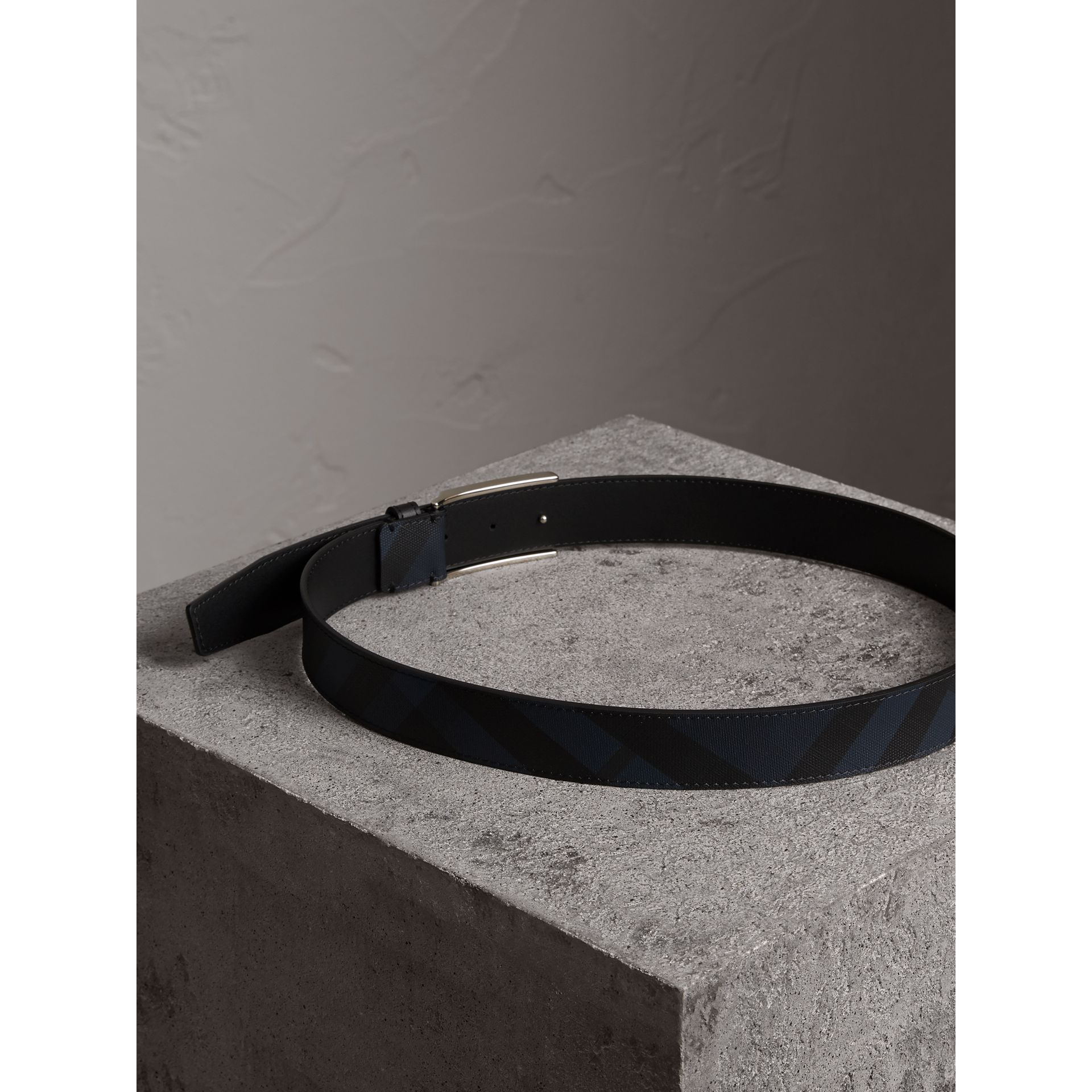 Plaque Buckle London Check and Leather Belt in Navy/black - Men | Burberry - gallery image 2