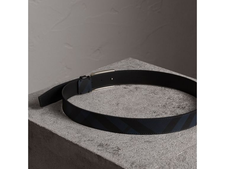 Plaque Buckle London Check and Leather Belt in Navy/black - Men | Burberry - cell image 2