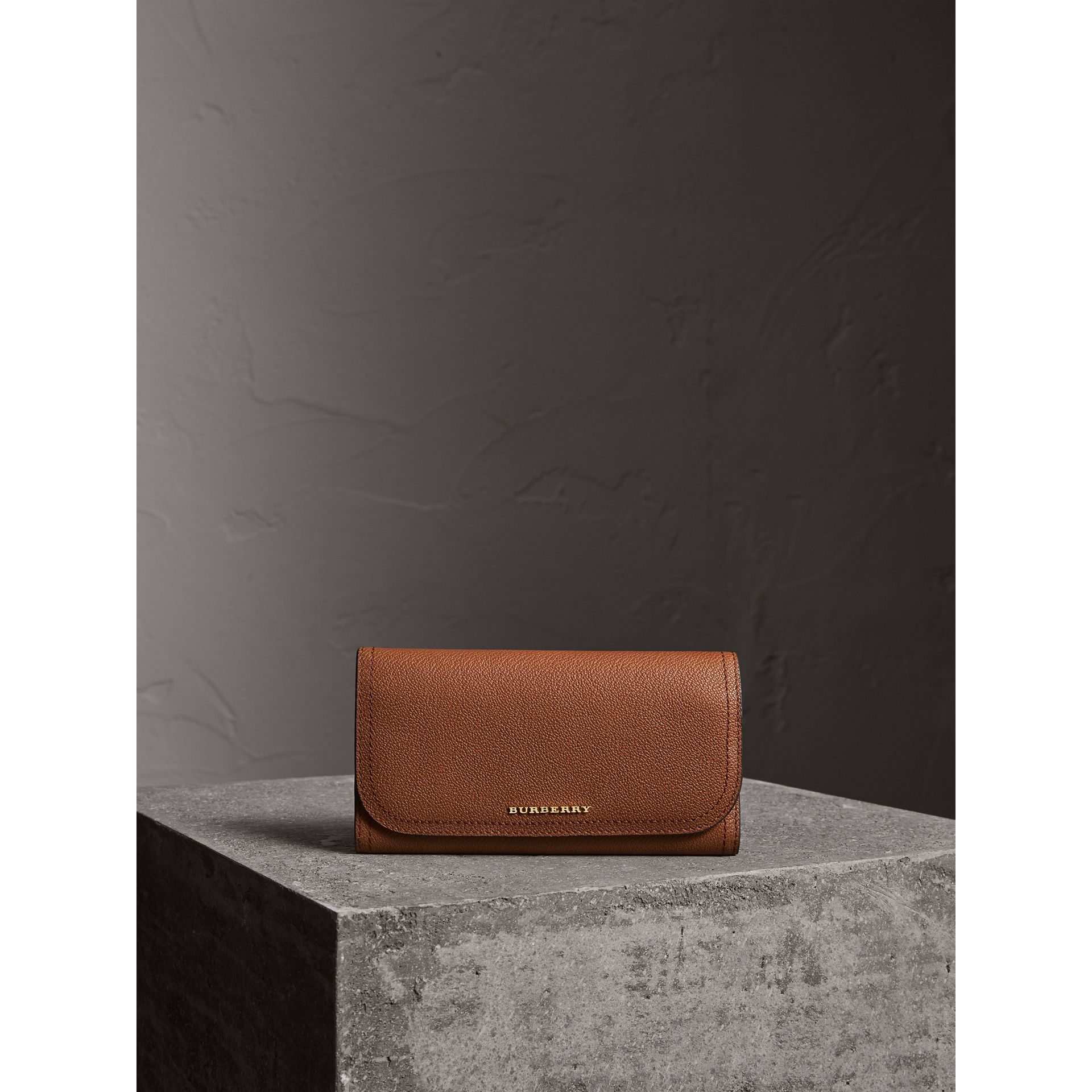 Two-tone Leather Continental Wallet and Coin Case in Bright Toffee/ Multi - Women | Burberry - gallery image 2
