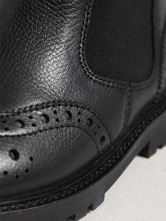 Stivaletti Chelsea in pelle con dettaglio brogue (Nero Fumo/rosso) | Burberry - cell image 1