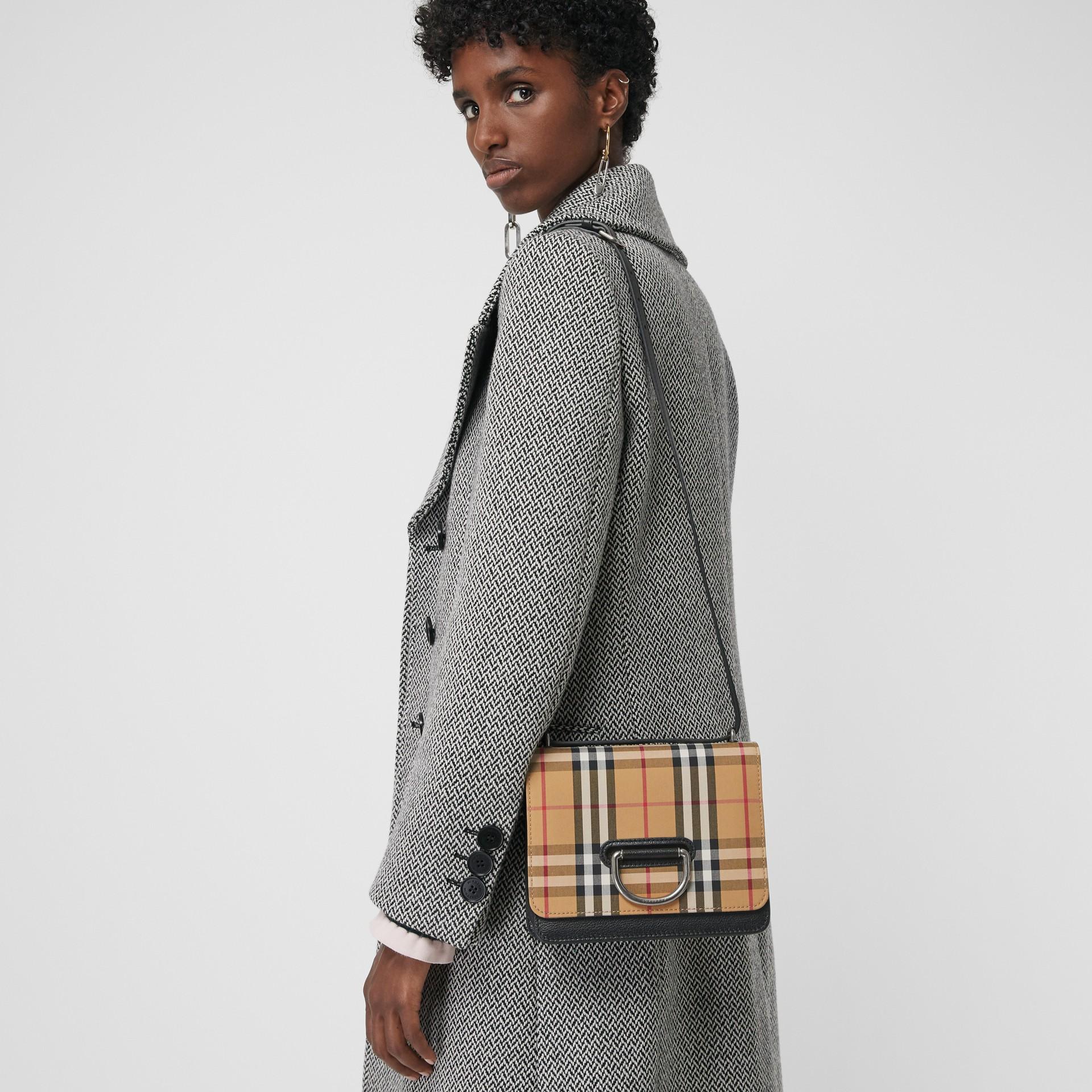Petit sac TheD-ring en cuir et à motif Vintage check (Noir/jaune Antique) - Femme | Burberry - photo de la galerie 3