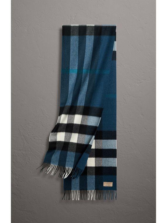 The Large Classic Cashmere Scarf in Check in Marine Blue