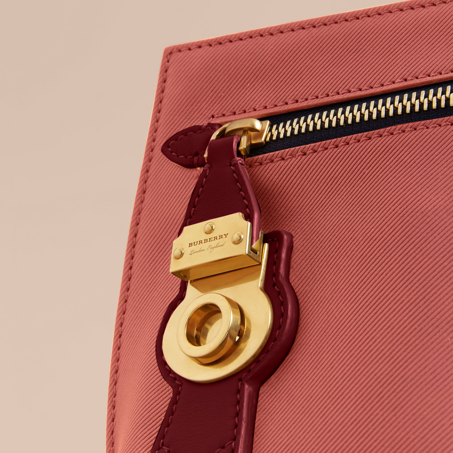 Two-tone Trench Leather Wristlet Pouch Blossom Pink/antique Red - gallery image 2