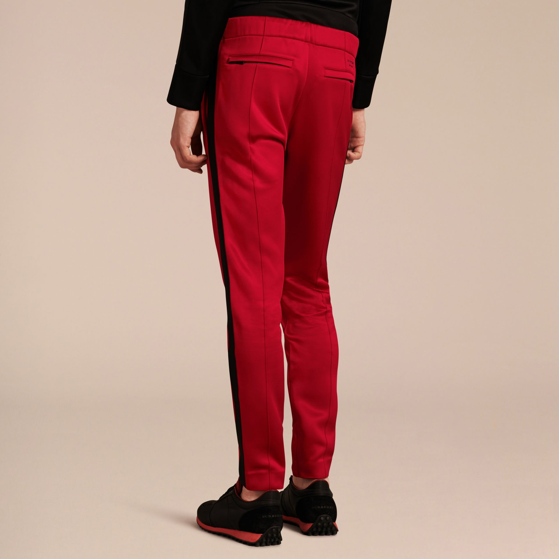 Rouge canneberge Pantalon de survêtement ultra-brillant Rouge Canneberge - photo de la galerie 3