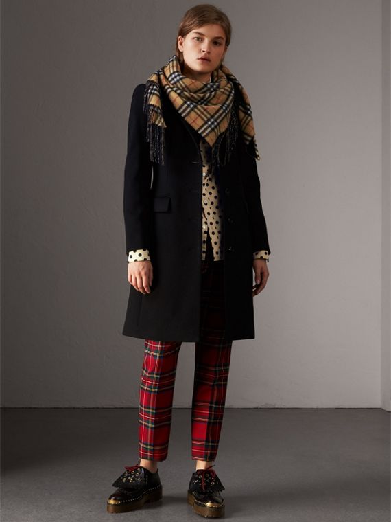 The Burberry Bandana aus Kaschmir mit Vintage Check-Muster (Carbonblau) | Burberry - cell image 2