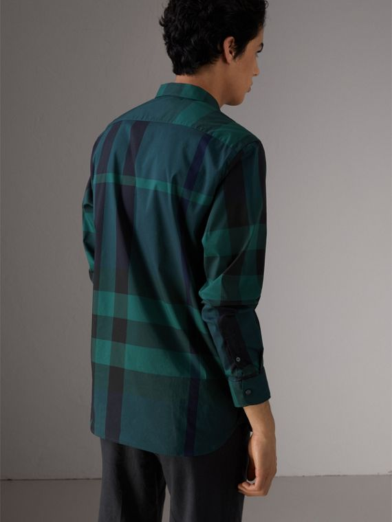 Camicia in misto cotone stretch con motivo tartan e colletto button-down (Verde Foresta) - Uomo | Burberry - cell image 2