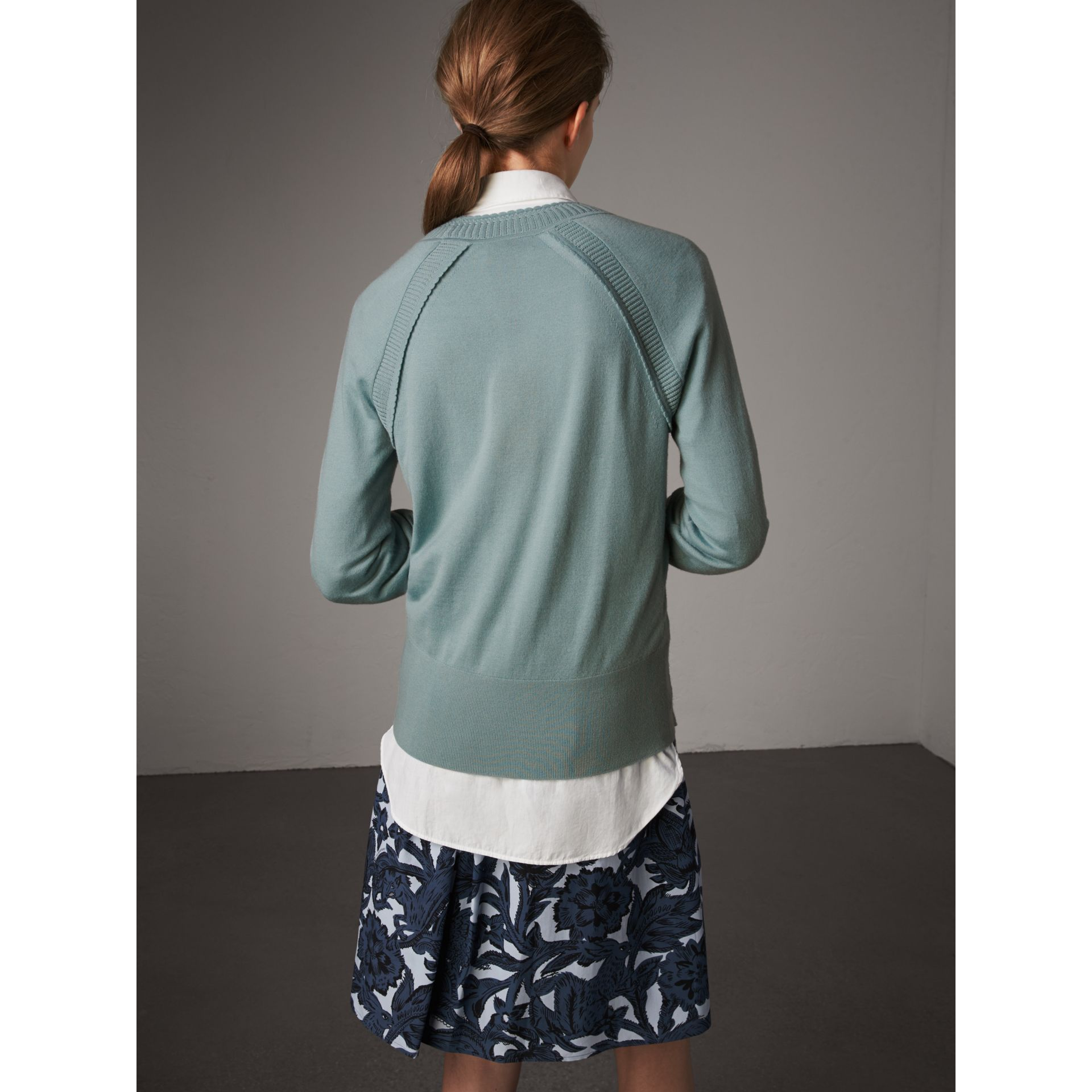 Open-knit Detail Cashmere Crew Neck Sweater in Eucalyptus Green - Women | Burberry - gallery image 3