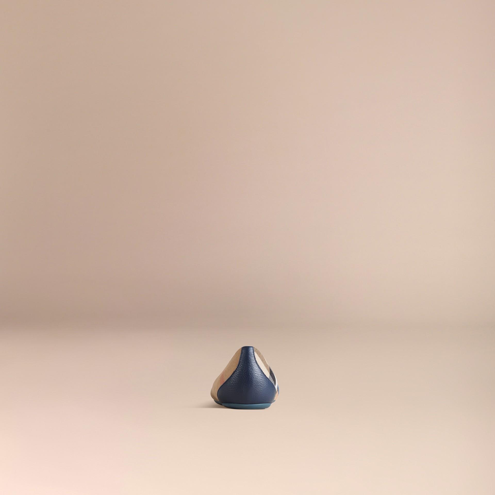 Azul tinta Bailarinas de checks House con detalle en cuero ecuestre Azul Tinta - imagen de la galería 4