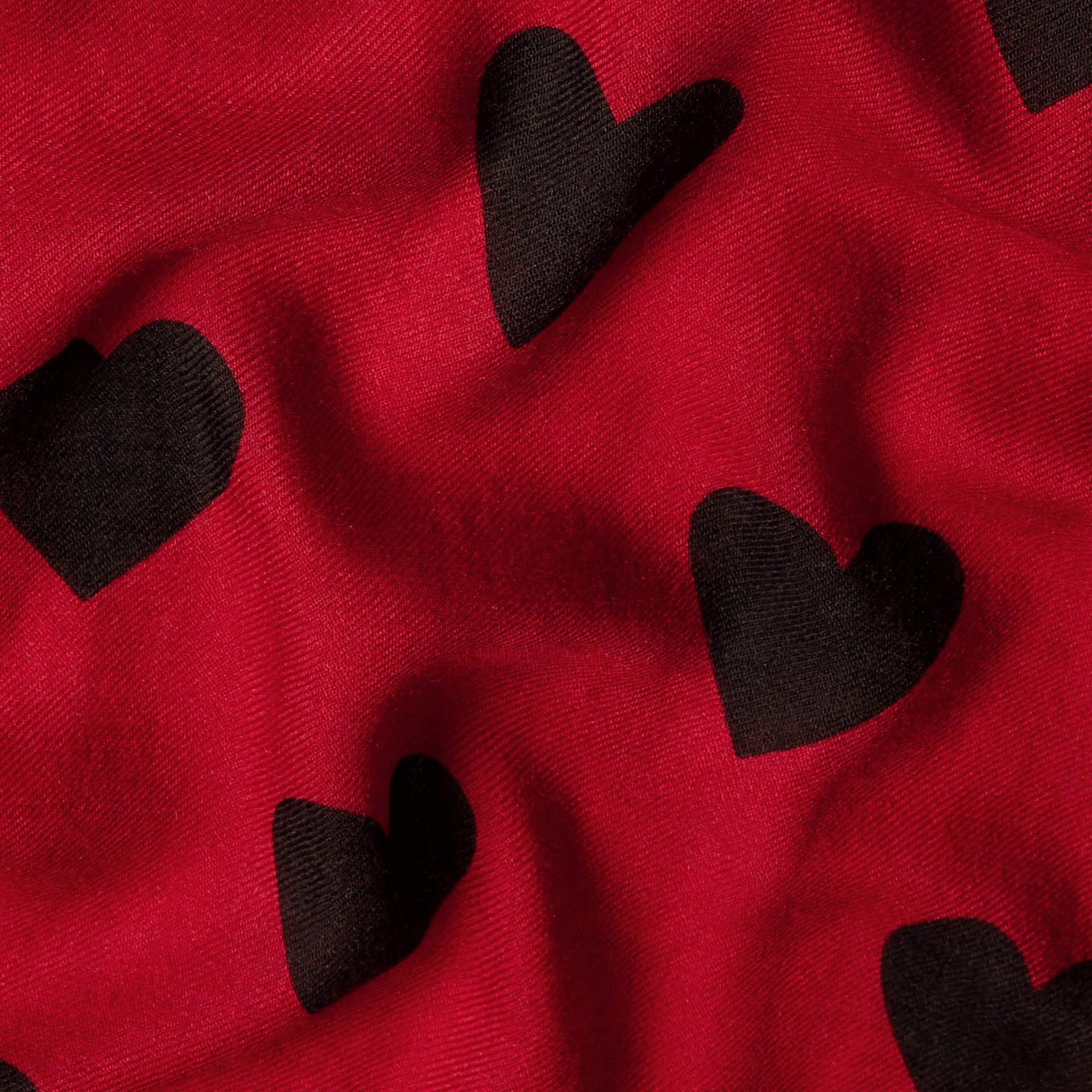 Rouge parade/noir Écharpe légère en cachemire avec imprimé à cœurs Rouge Parade/noir - photo de la galerie 5
