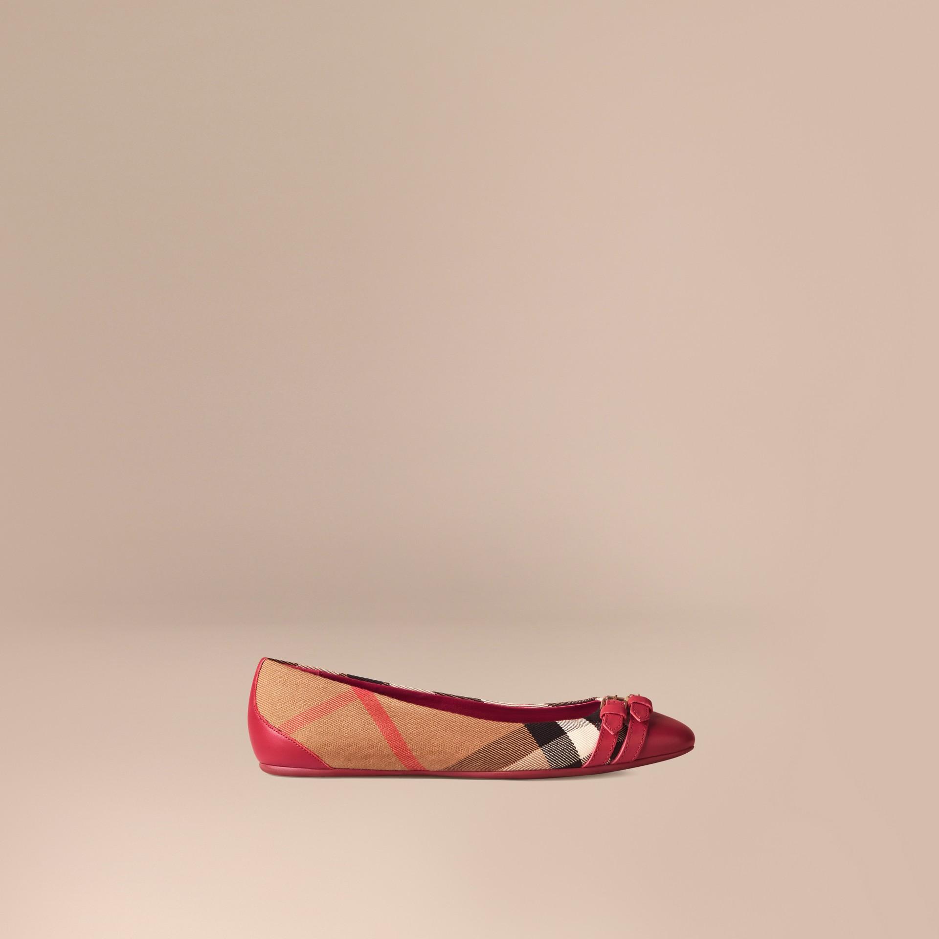 Vermelho russet Ballerinas com fivela estilo equestre e padrão House check - galeria de imagens 1