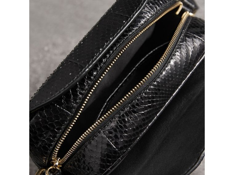 The Small Buckle Crossbody Bag aus Pythonleder (Schwarz) - Damen | Burberry - cell image 4