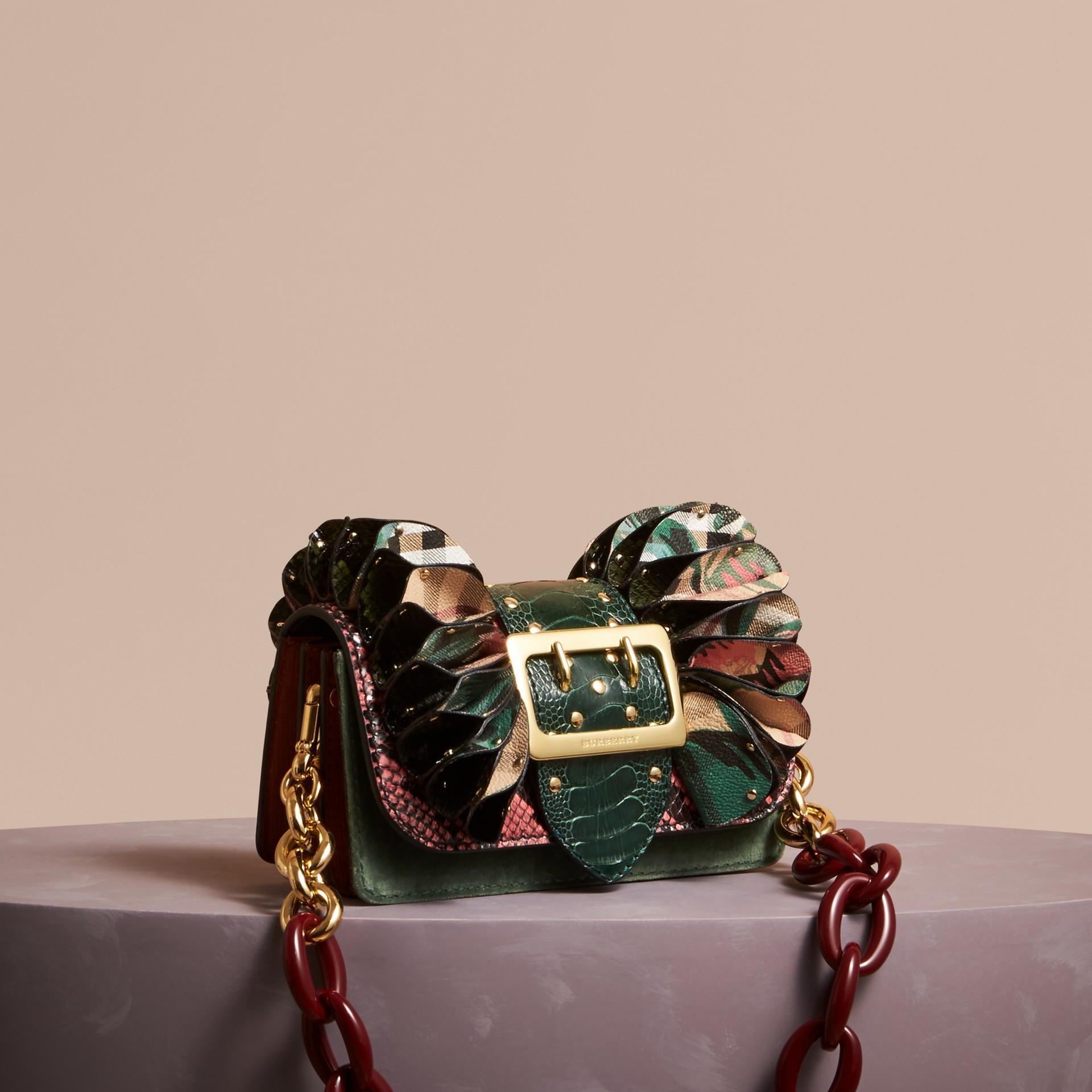 The Ruffle Buckle Bag aus Natternleder, Straußenleder und Check-Gewebe (Rosenrosa) - Damen | Burberry - Galerie-Bild 1