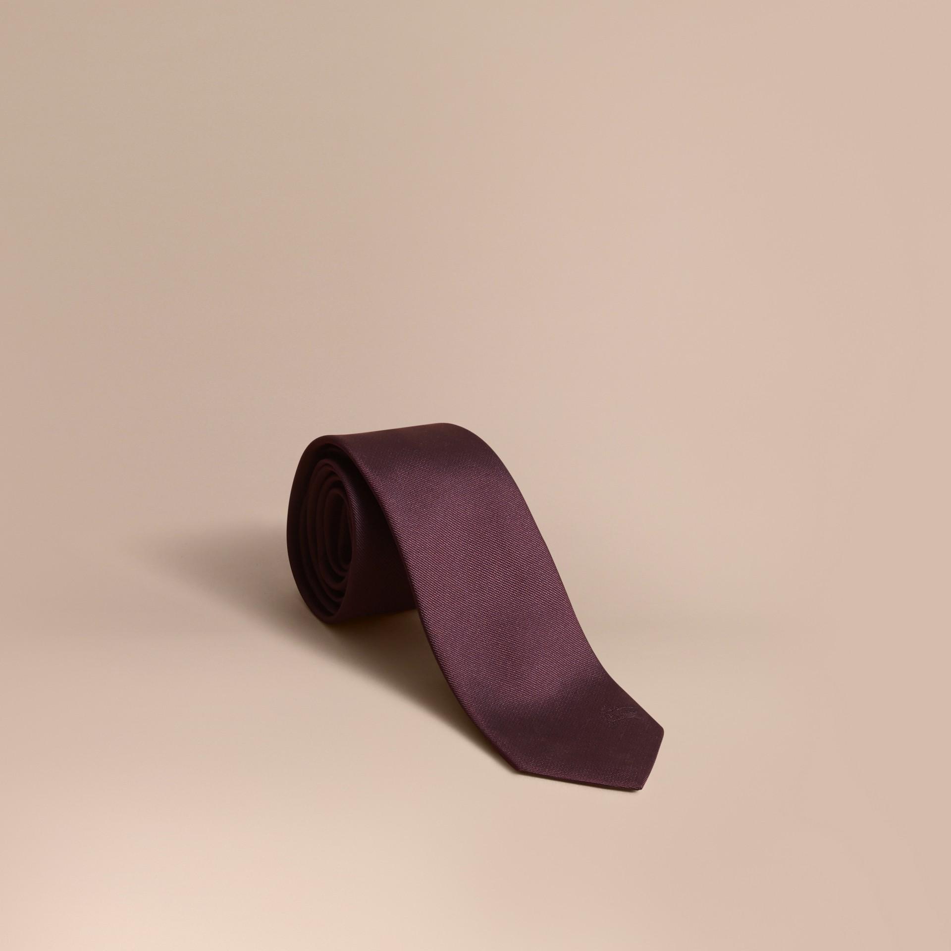 Gravata slim de sarja de seda (Claret Intenso) - Homens | Burberry - galeria de imagens 0