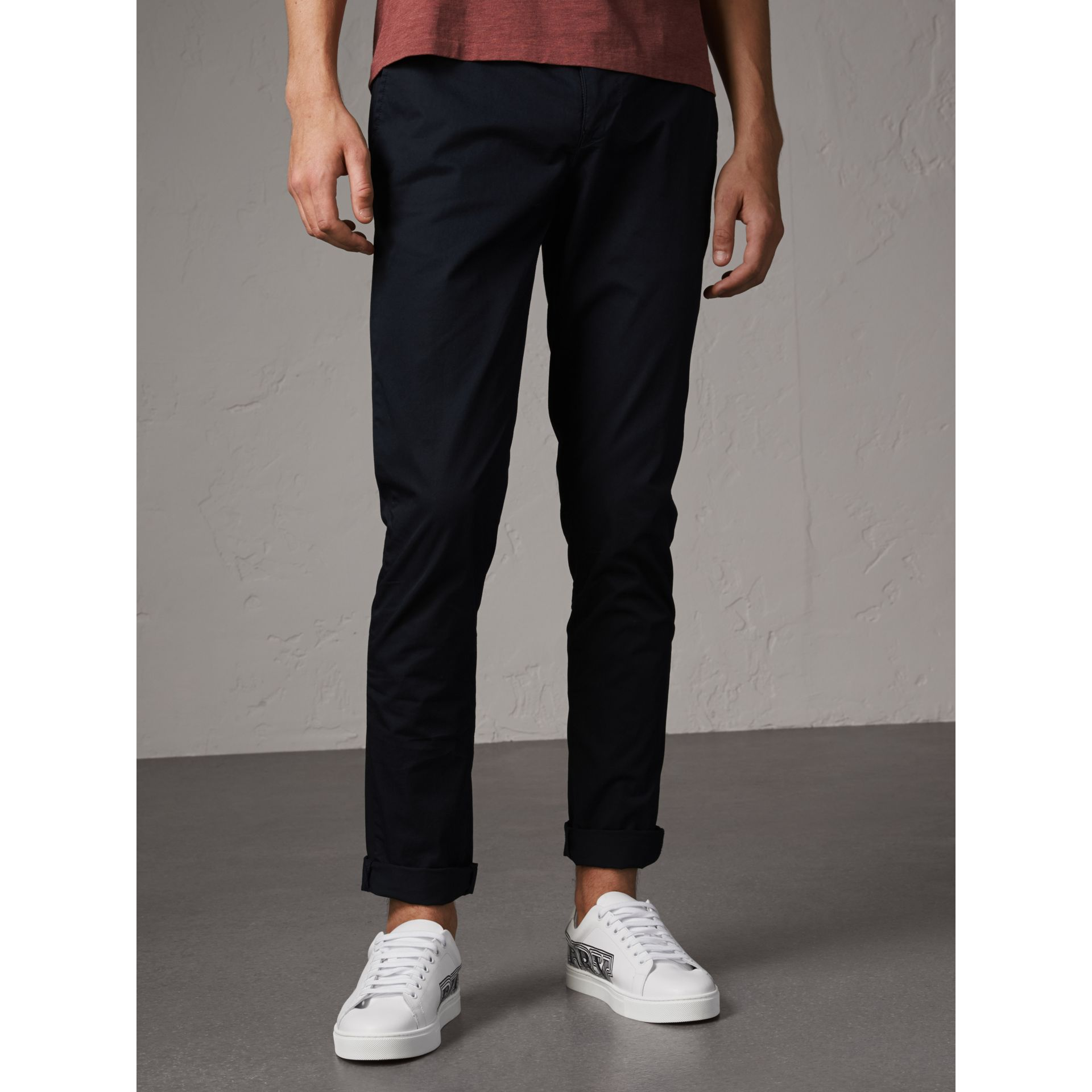 Pantalon chino slim en coton (Encre) - Homme | Burberry - photo de la galerie 5
