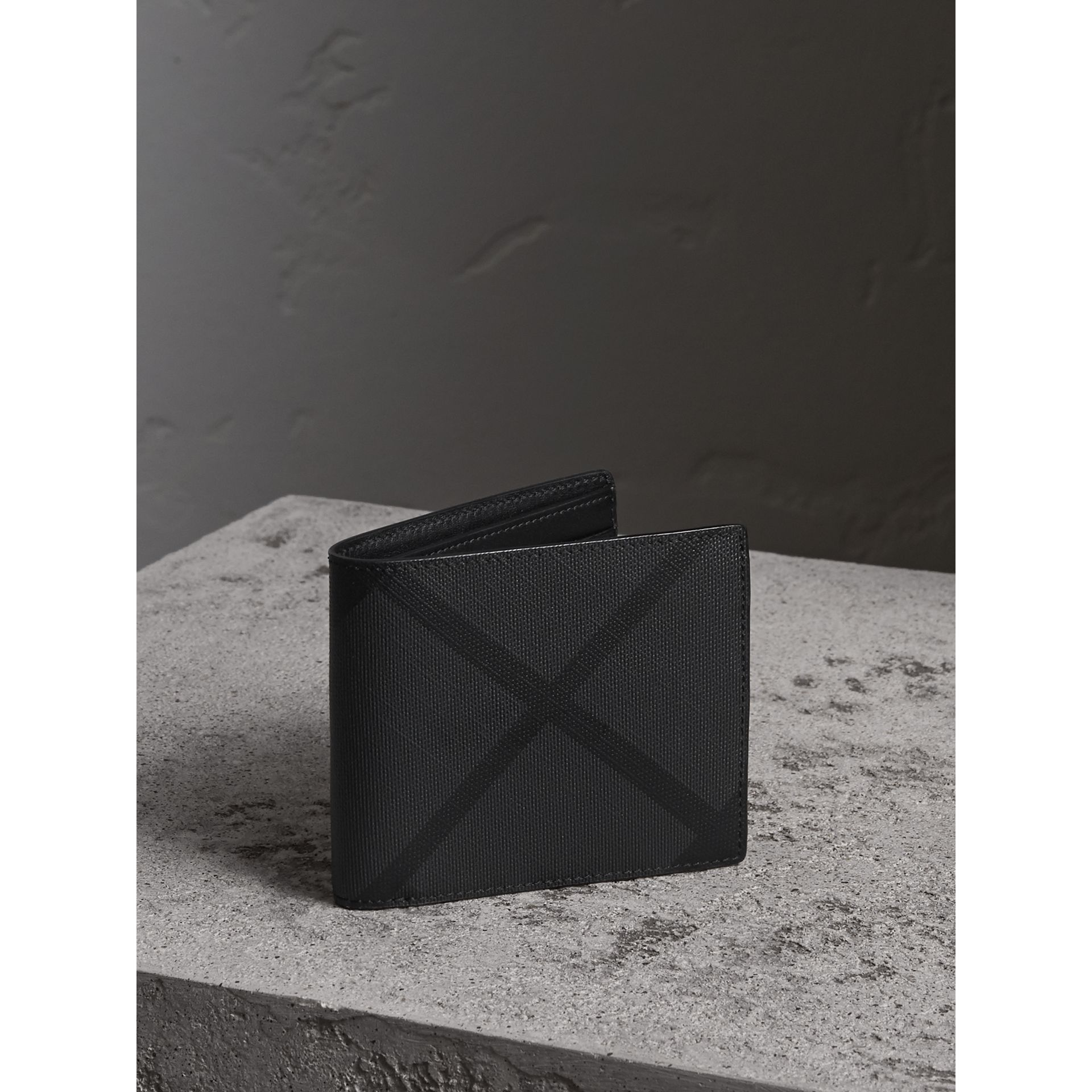 Portefeuille à rabat avec motif London check (Anthracite/noir) - Homme | Burberry - photo de la galerie 1
