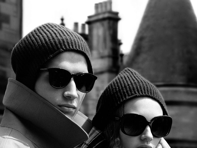 Cashmere Blend Waffle Knit Beanie in Dark Navy | Burberry - cell image 2