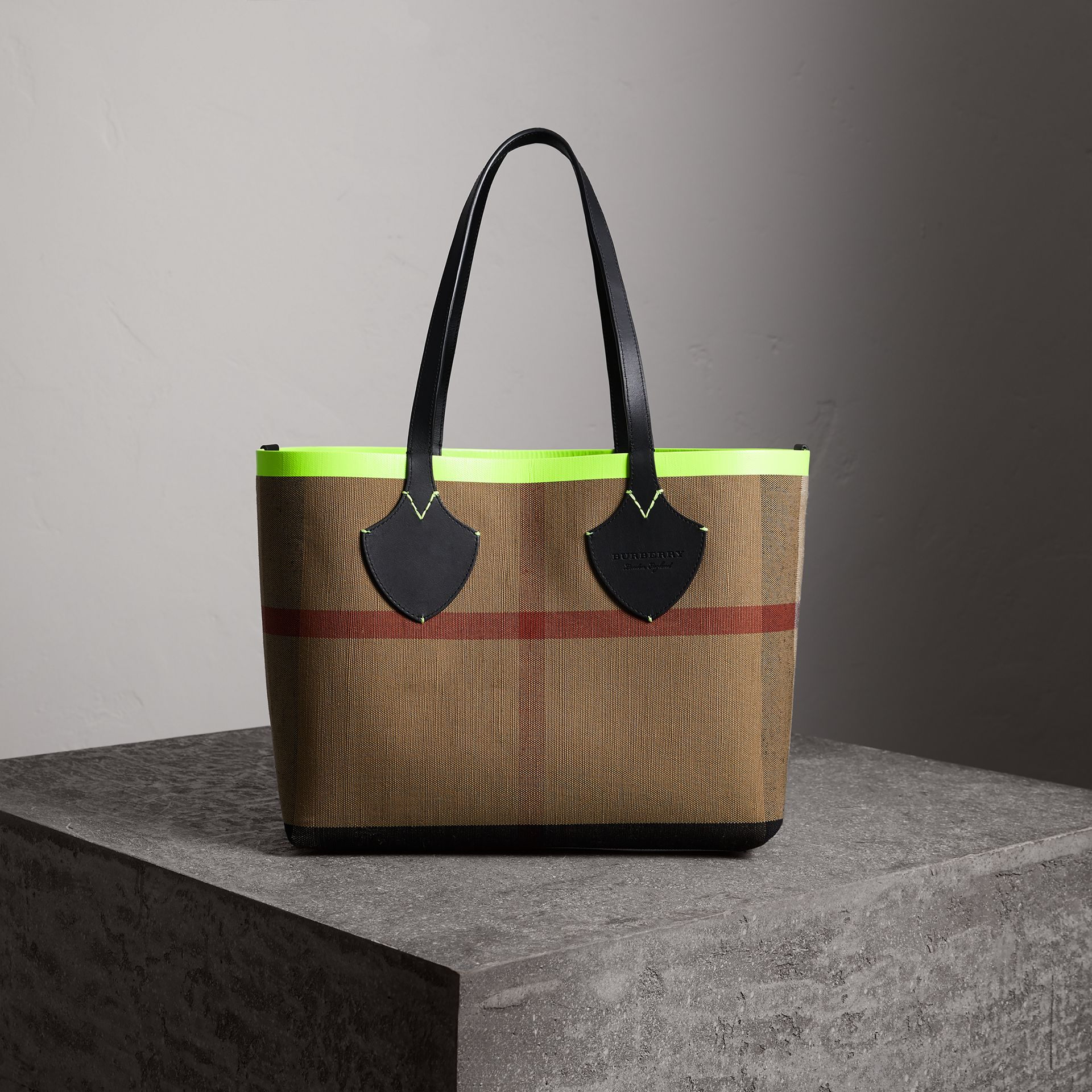 The Medium Giant Reversible Tote in Canvas and Leather in Black/neon Yellow | Burberry - gallery image 0