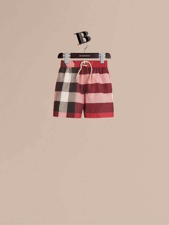 Short de bain à motif check (Rouge Parade) - Garçon | Burberry