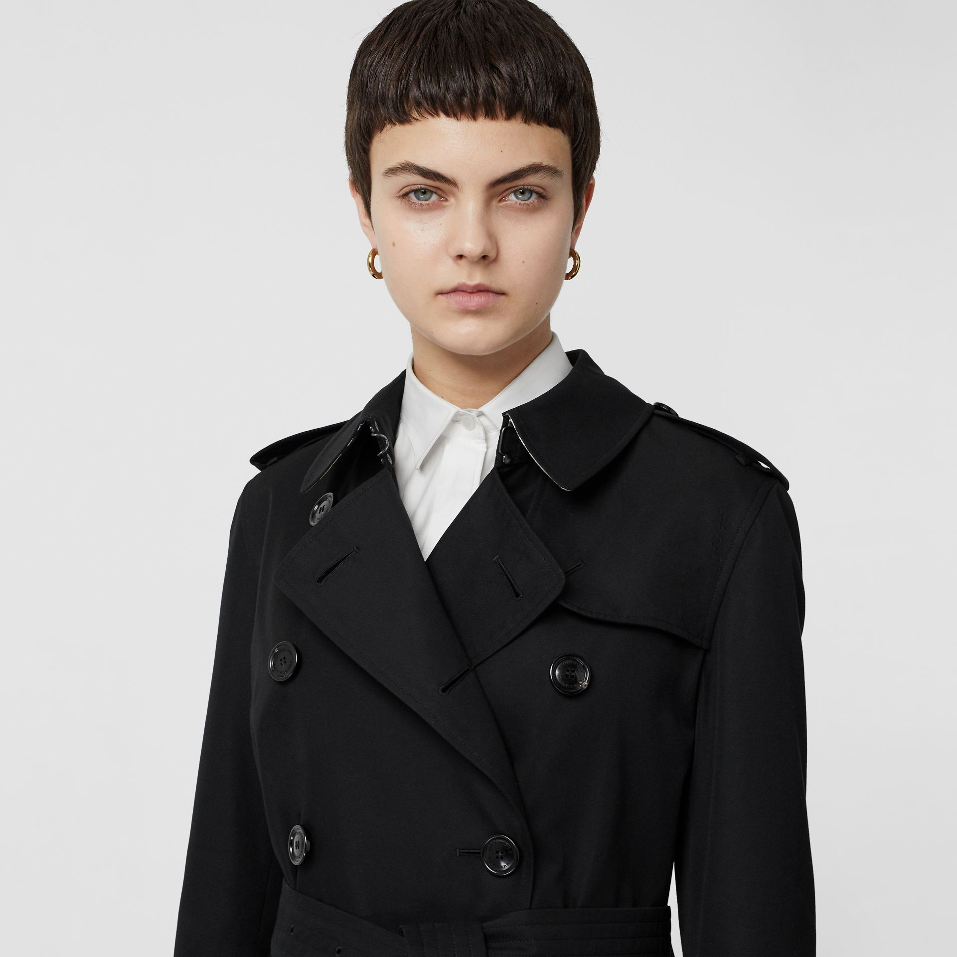Kensington Fit Cotton Gabardine Trench Coat in Black - Women | Burberry Canada - gallery image 1