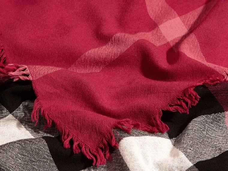 Rose prune sombre Grande écharpe carrée en laine mérinos à motif check Rose Prune Sombre - cell image 1