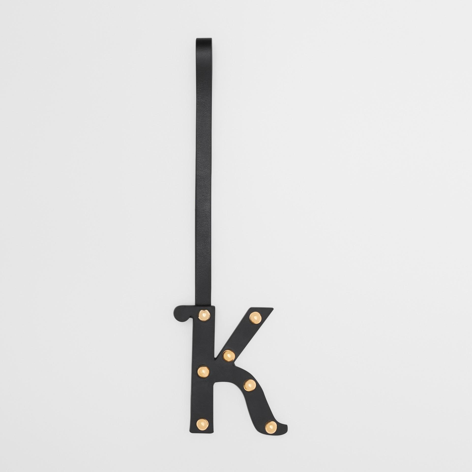 Bijou alphabet «K» en cuir clouté (Noir/or Clair) - Femme | Burberry Canada - photo de la galerie 0