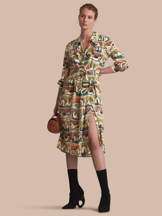 Trenchkleid im Wickeldesign aus Seide mit Kunstdruckmotiv