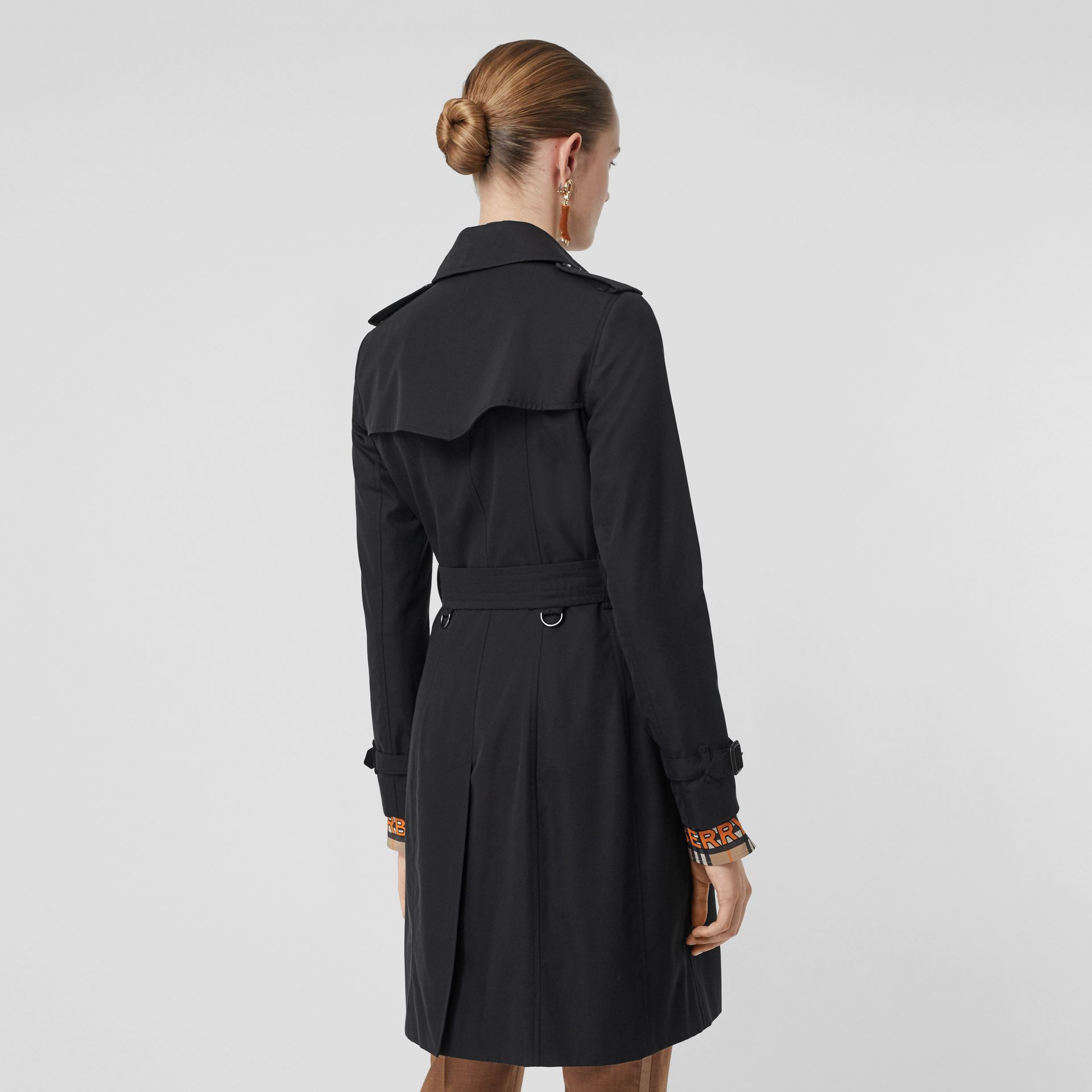 The Chelsea Heritage Trench Coat in Midnight - Women | Burberry - gallery image 2