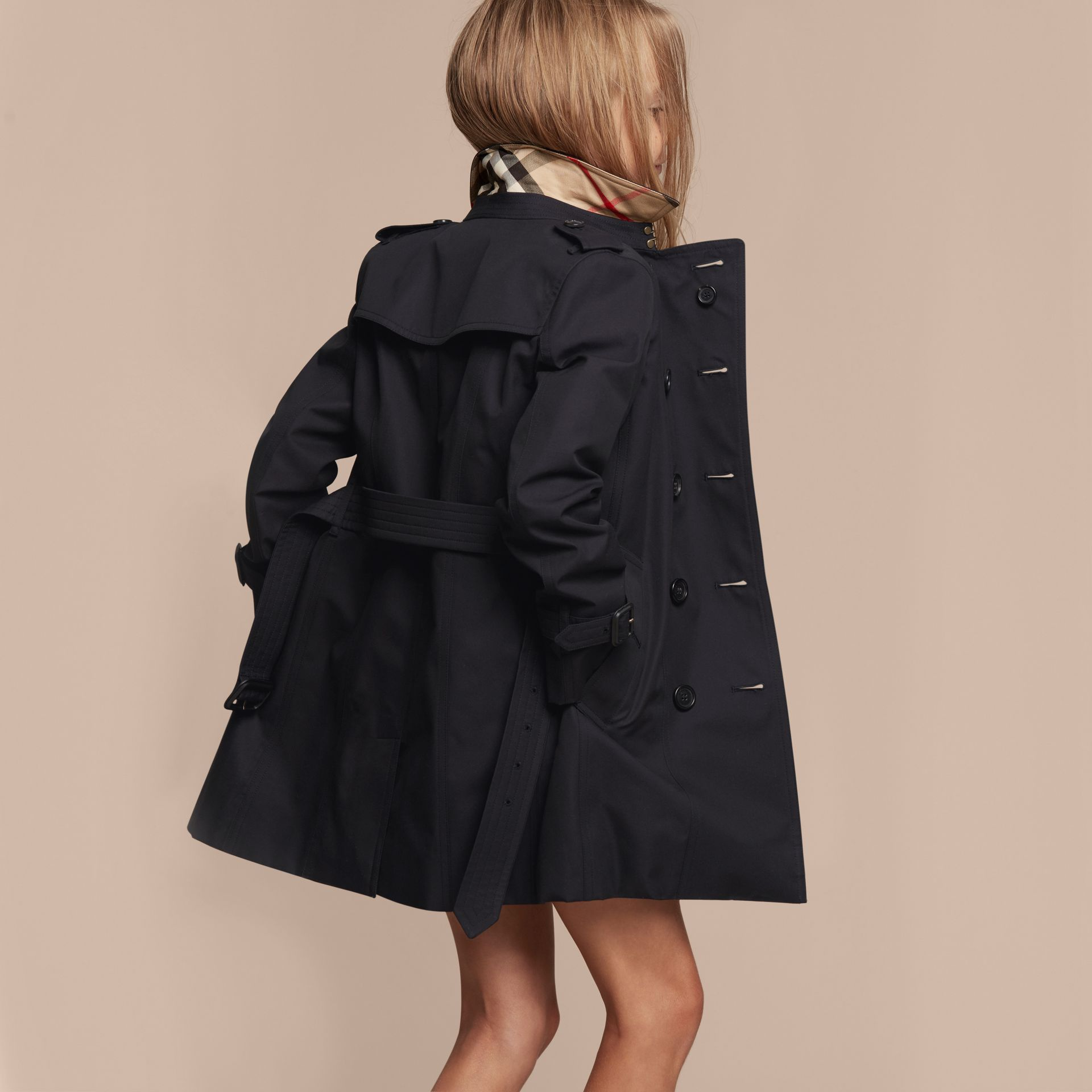 The Sandringham – Heritage Trench Coat in Navy - Girl | Burberry - gallery image 4