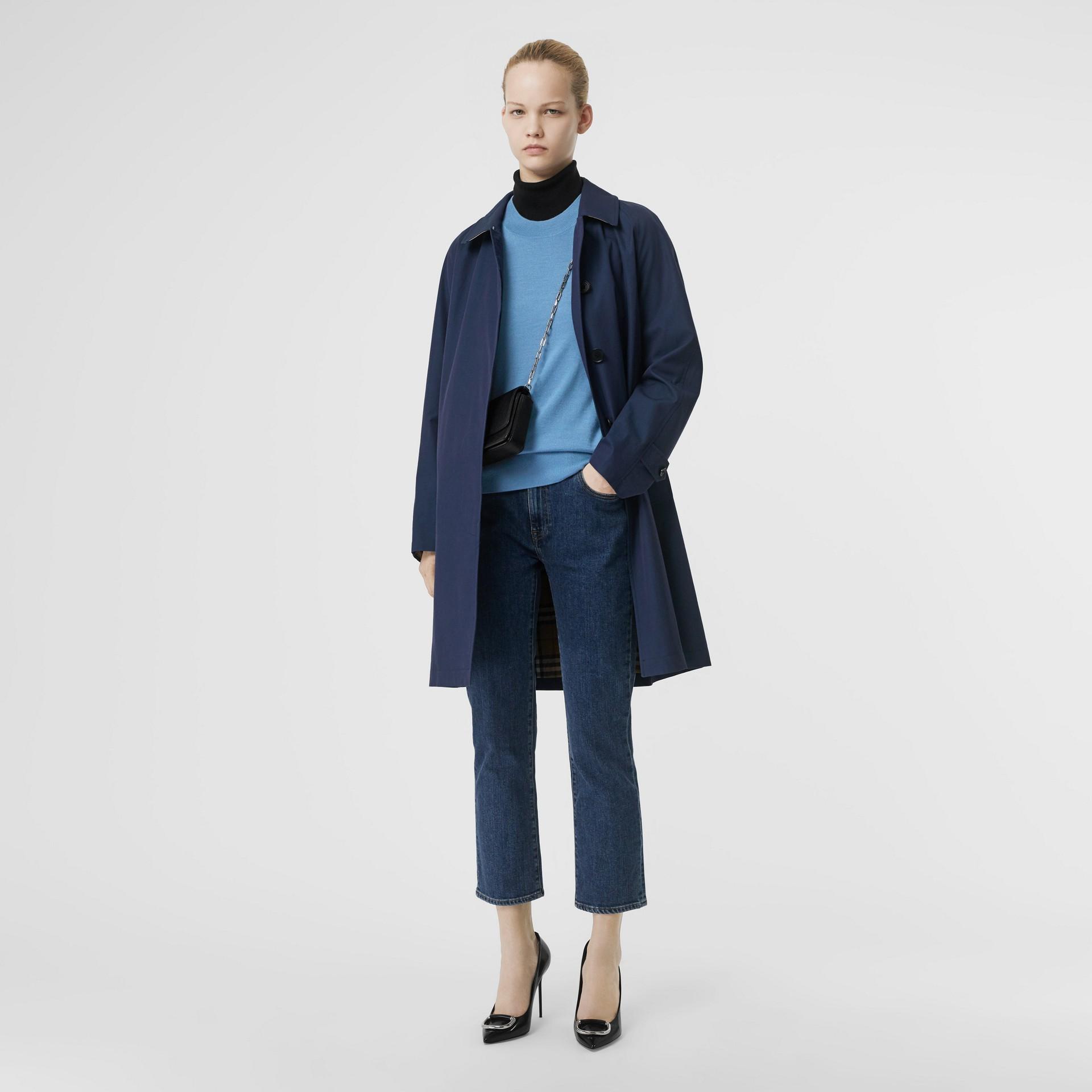 徽標細節設計美麗諾羊毛套頭衫 (鵝卵石藍) - 女款 | Burberry - 圖庫照片 4